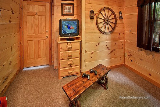 video game at patriot pointe a 5 bedroom cabin rental located in pigeon forge