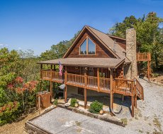 at lake life a 4 bedroom cabin rental located in sevierville