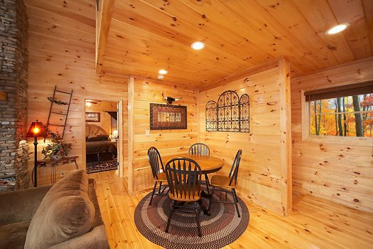 additional table seating at true grit a 5 bedroom cabin rental located in pigeon forge