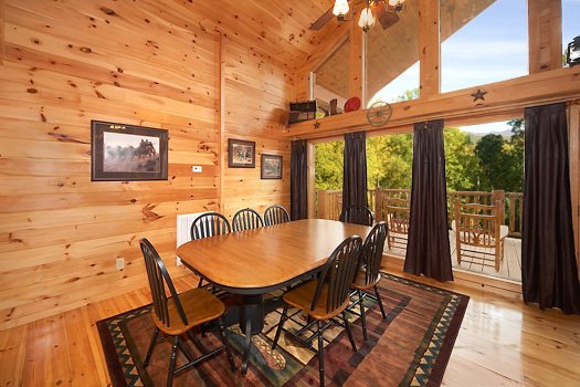 dining room at true grit a 5 bedroom cabin rental located in pigeon forge