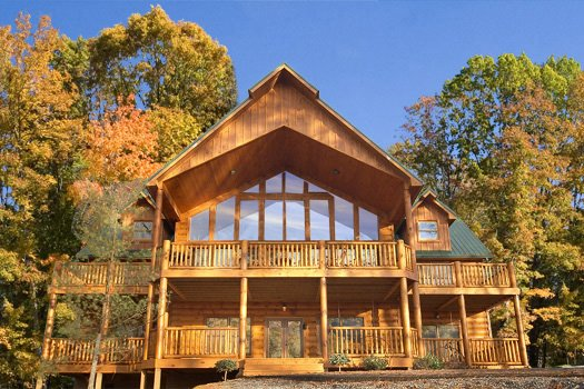 exterior back view at true grit a 5 bedroom cabin rental located in pigeon forge
