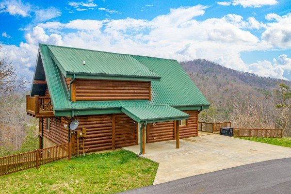 Parking at Smoky Mountain Escape, a 3 bedroom cabin rental located in Pigeon Forge