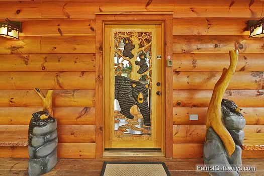 custom front door at rainbow's end a 4 bedroom cabin rental located in pigeon forge