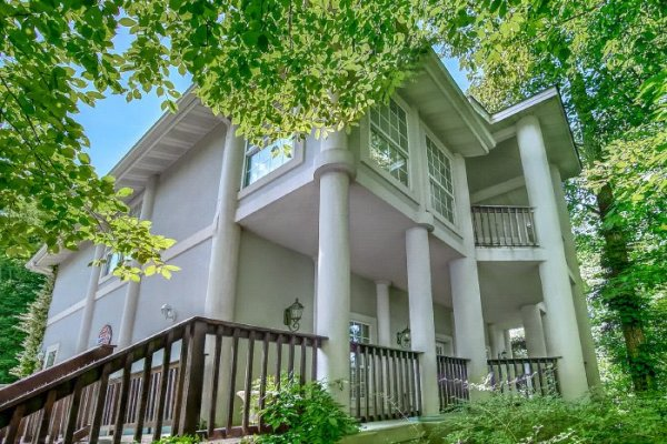 Gatlinburg Movie Mansion, a 5-bedroom cabin rental located in Gatlinburg