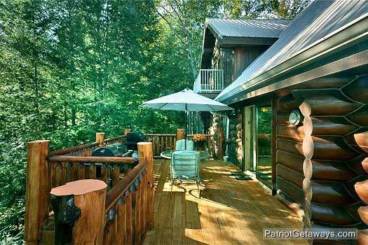 view of main level deck at waters edge lodge a 4 bedroom cabin rental located in gatlinburg