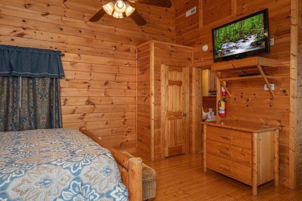 Dresser and TV in a bedroom at 1 Awesome View, a 3 bedroom rental cabin in Pigeon Forge