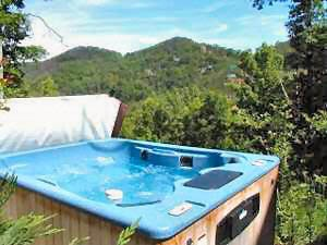 hot tub on deck at mountain do a 1 bedroom cabin rental located in pigeon forge