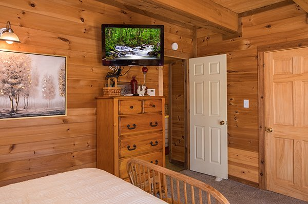 Chest of drawers and a TV in a bedroom at Living on Love, a 2 bedroom cabin rental located in Pigeon Forge