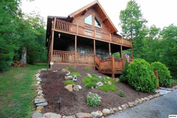 Rising Wolf Lodge, a 3 bedroom cabin rental located in Pigeon Forge
