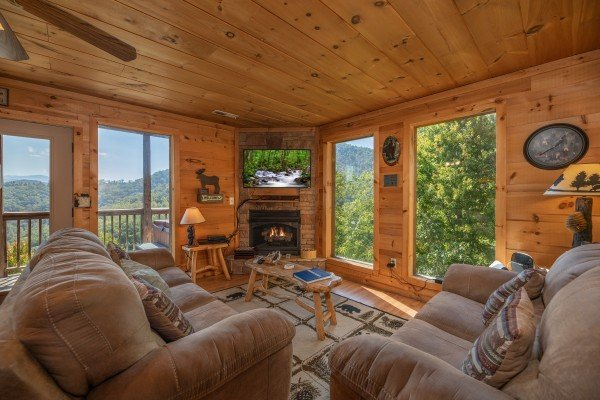 Living room with fireplace & TV at A Perfect Getaway, a 3 bedroom cabin rental located in Pigeon Forge