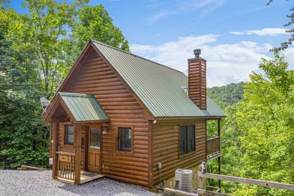 Honeysuckle Hideaway, a 1 bedroom cabin rental located in Pigeon Forge