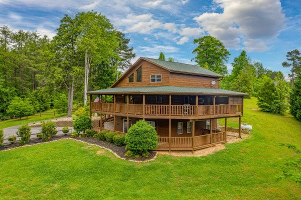 Almost Bearadise, a 4 bedroom cabin rental located in Pigeon Forge