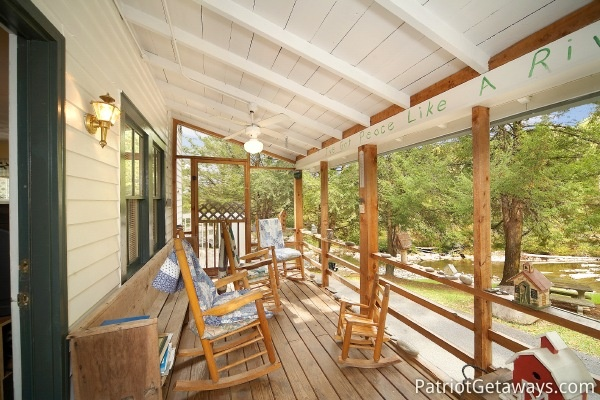 Screened deck at Dolly's Adorable River Cottage, a 3-bedroom cabin rental located in Pigeon Forge