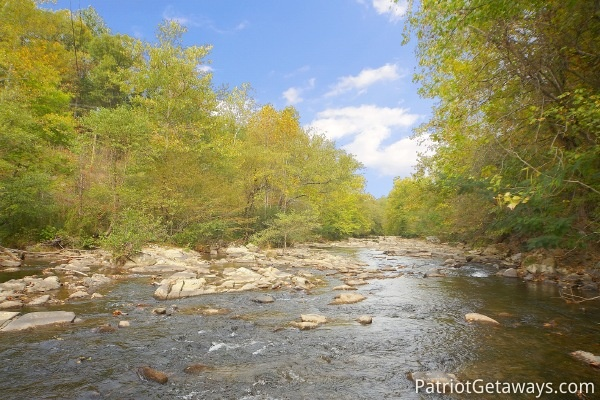 river by dolly's adorable river cottage a 3 bedroom cabin rental located in pigeon forge