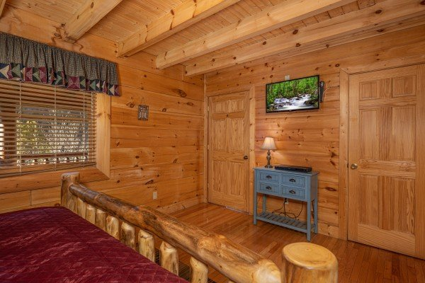 Console dresser and a TV in a bedroom at Southern Comfort Memories, a 2 bedroom cabin rental located in Pigeon Forge