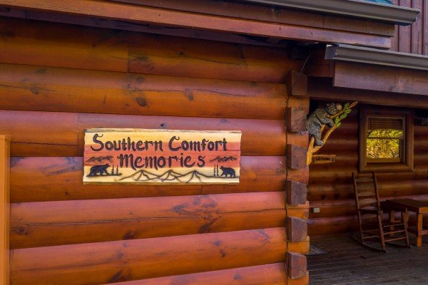 Welcome sign at Southern Comfort Memories, a 2 bedroom cabin rental located in Pigeon Forge