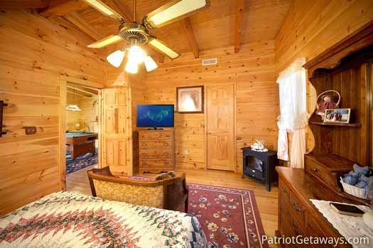 bedroom on second floor with queen bed at shy bear a 2 bedroom cabin rental located in pigeon forge