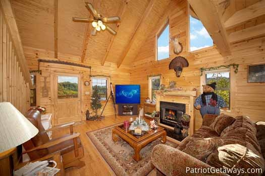 living room with fireplace at shy bear a 2 bedroom cabin rental located in pigeon forge