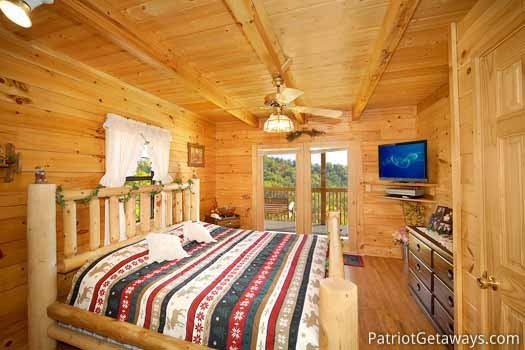 main level with king size bed at shy bear a 2 bedroom cabin rental located in pigeon forge