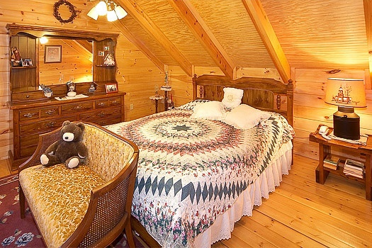 second floor queen bedroom at shy bear a 2 bedroom cabin rental located in pigeon forge