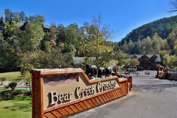 Bear Creek Crossing Resort sign at Bears Eye View, a 2-bedroom cabin rental located in Pigeon Forge