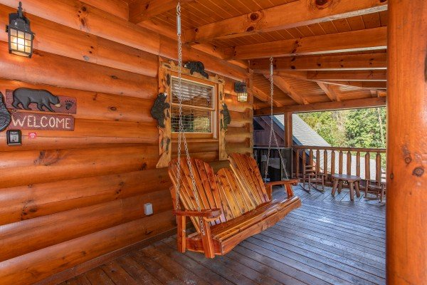 Swing on the front porch at Bears Eye View, a 2-bedroom cabin rental located in Pigeon Forge
