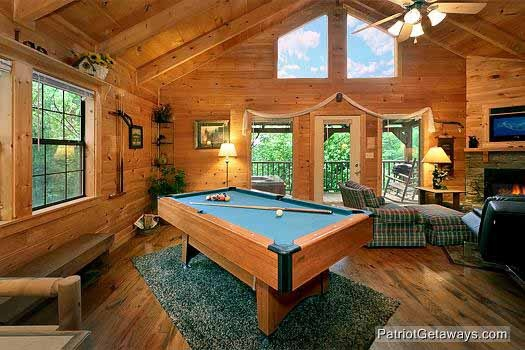 green felted pool table at i do a 1 bedroom cabin rental located in pigeon forge