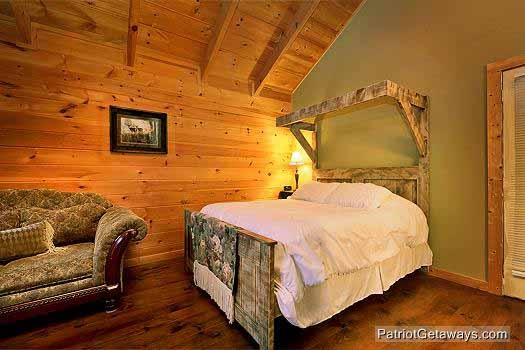 queen sized bed at i do a 1 bedroom cabin rental located in pigeon forge