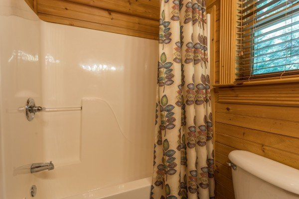 at eagle feather a 2 bedroom cabin rental located in pigeon forge
