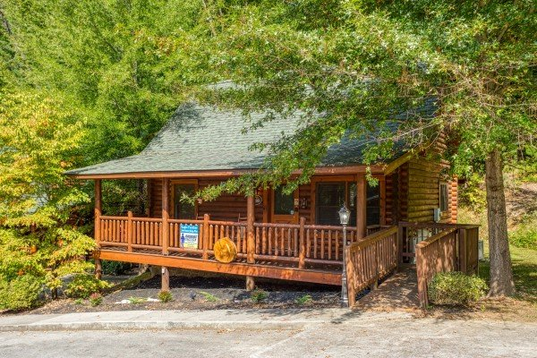 Front exterior and entry from the parking area at Eagle Feather, a 2-bedroom cabin rental located in Pigeon Forge