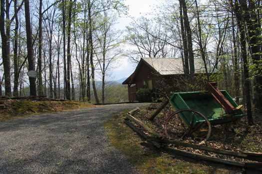 Driveway to Love Me Tender, a 1 bedroom cabin rental located in Pigeon Forge