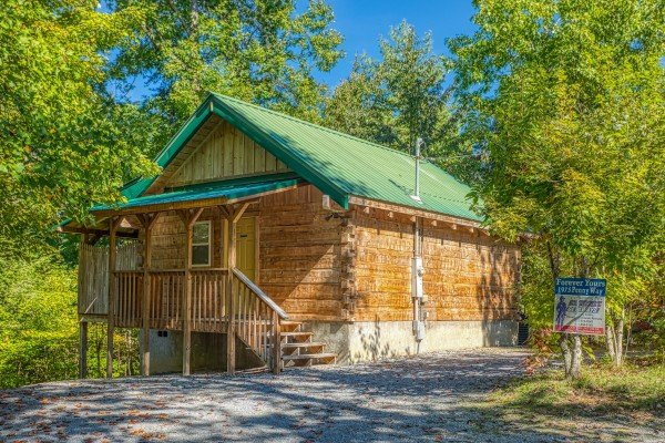 Forever Yours, a 1-bedroom cabin rental located in Pigeon Forge