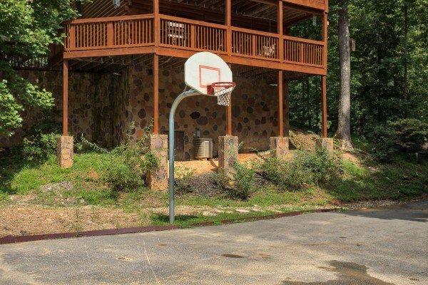 Basketball court for guests at Paws on the Porch, a 2 bedroom cabin rental located in Gatlinburg