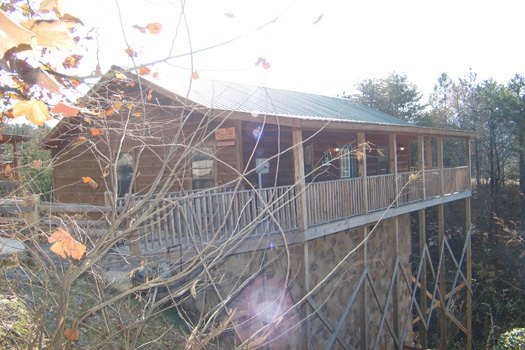 log cabin neslted in the woods called bear heaven a 1 bedroom cabin rental located in pigeon forge