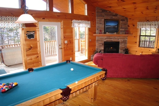 pool table in living room at bear heaven a 1 bedroom cabin rental located in pigeon forge