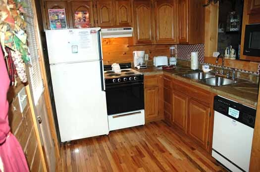 kitchen at bear kisses & hugs a 1 bedroom cabin rental located in pigeon forge