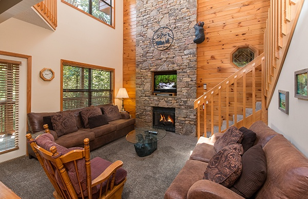 at stones throw a 4 bedroom cabin rental located in pigeon forge