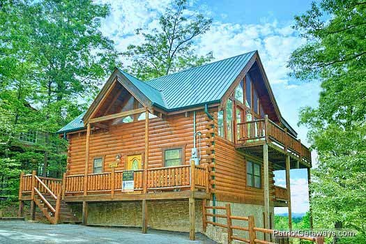 exterior front view at wild bill's hideout a 2 bedroom cabin rental located in gatlinburg