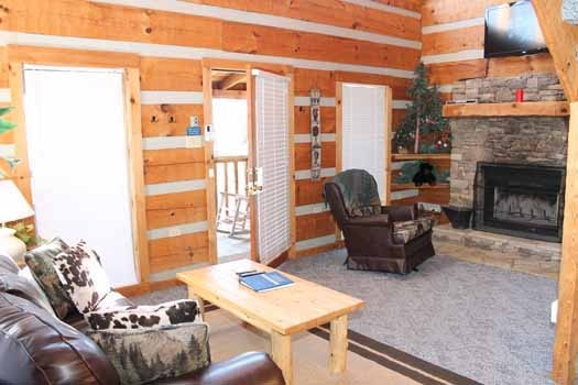 front door entrance at smoky mountain romance a 1 bedroom cabin rental located in pigeon forge