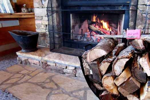 wood burning fireplace at smoky mountain romance a 1 bedroom cabin rental located in pigeon forge