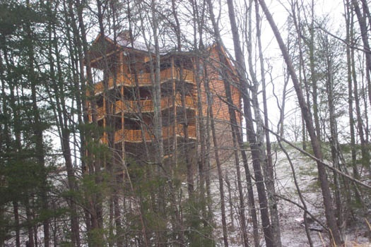 snow on the ground around lookout lodge a 4 bedroom cabin rental located in pigeon forge