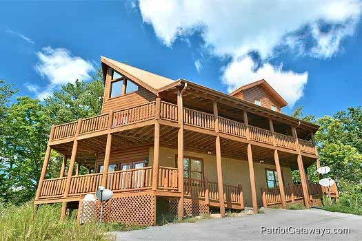 Front exterior view at Tennessee Dreamer, a 5 bedroom cabin rental located in Pigeon Forge