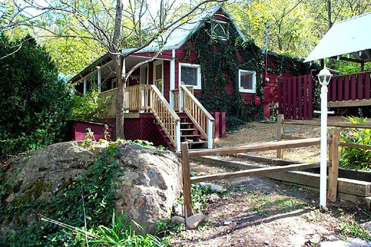 exterior view of a beautiful river a 1 bedroom cabin rental located in gatlinburg