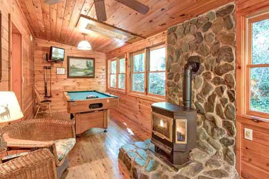 pool table and fireplace at a beautiful river a 1 bedroom cabin rental located in gatlinburg