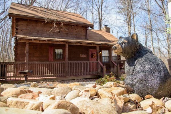 Custom bear carving in the driveway at Cabin on the Mountain, a 2 bedroom cabin rental located in Gatlinburg