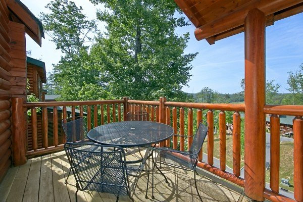 outdoor dining table with seating for four at an elegant moose a 2 bedroom cabin rental located in pigeon forge