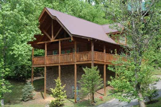 cabin with wrap around deck alpine sondance a 2 bedroom cabin rental located in pigeon forge