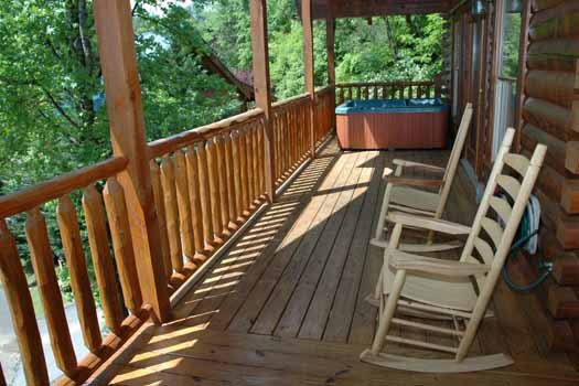 rocking chairs on the deck at alpine sondance a 2 bedroom cabin rental located in pigeon forge