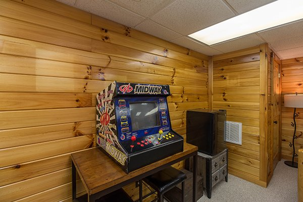 Arcade game at Kelly's Cabin, a 1 bedroom cabin rental located in Pigeon Forge
