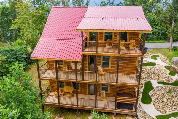 Pool & a View, a 2 bedroom cabin rental located in Gatlinburg